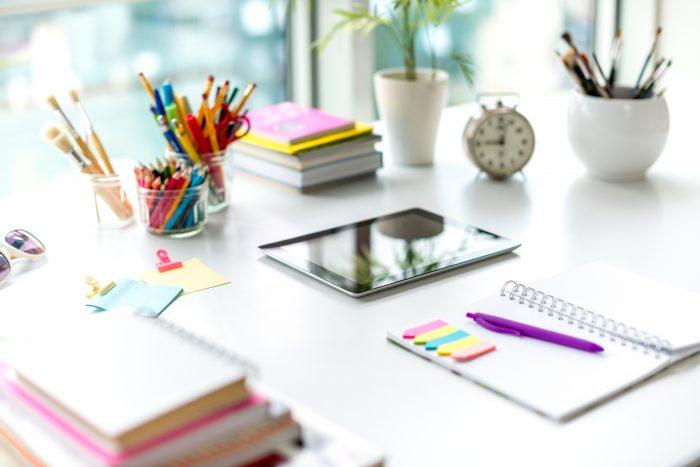 Fournitures de bureau / Office supplies